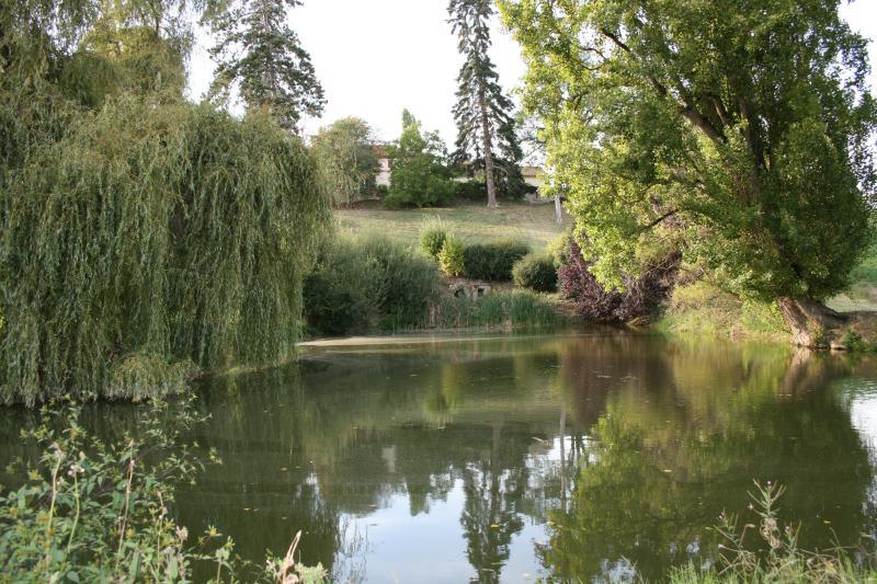 Lago de pesca privada no Le Felisdoro, perfeito para aqueles que querem apenas ficar longe de todos!
