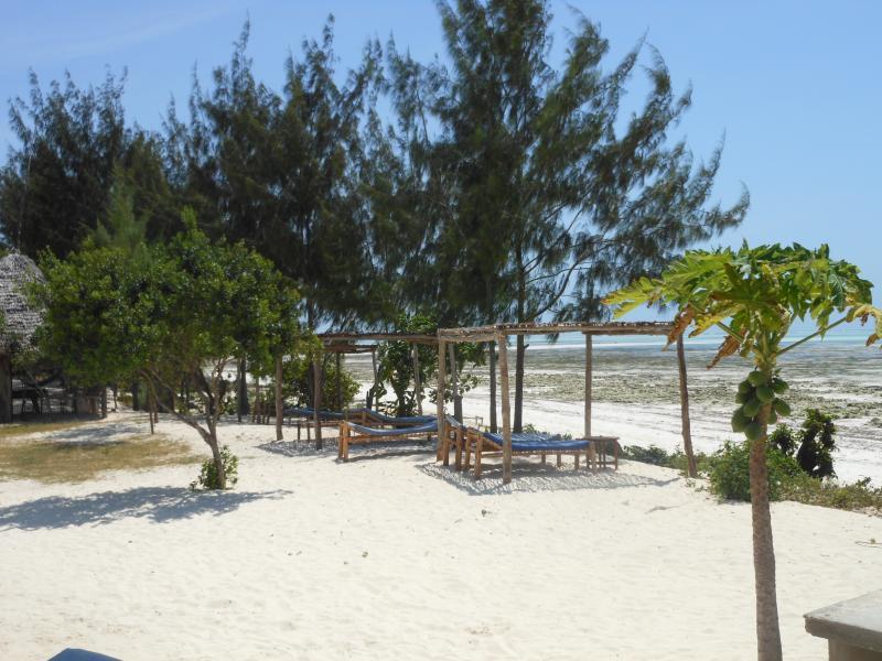 la playa enfrente de la villa