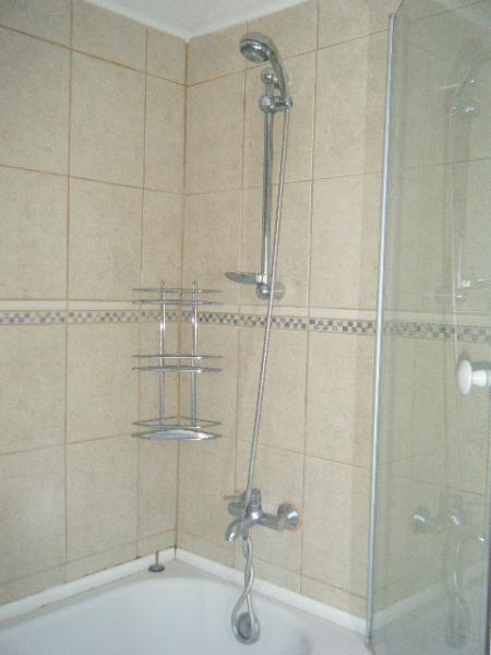 en-suite shower in bedroom 2