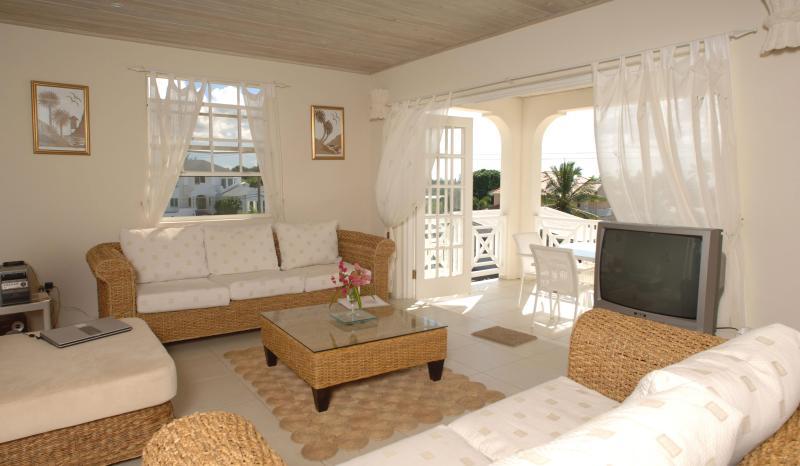 Cuatro dormitorios Living comedor