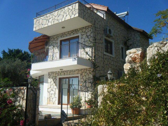 villa in private position and location
