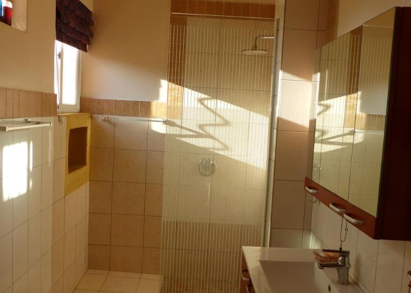 all bedrooms have en suite bathrooms