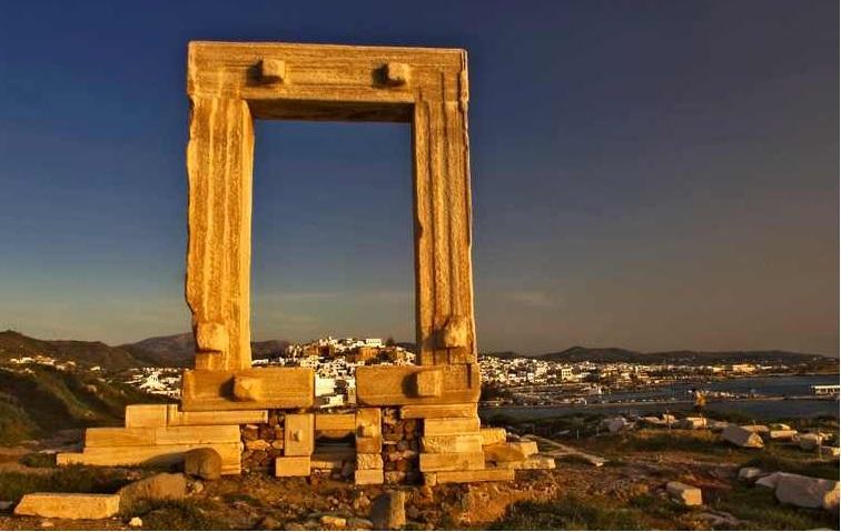 Portara - Naxos town