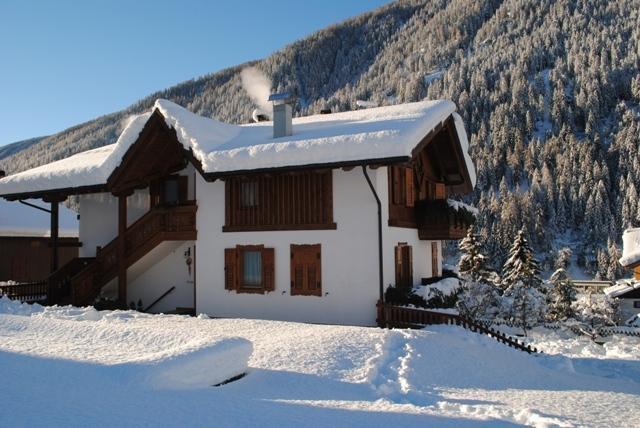 la magia dell'inverno a casavacanzepejo: sci, ciaspole, benessere alle terme, relax e tanta nat