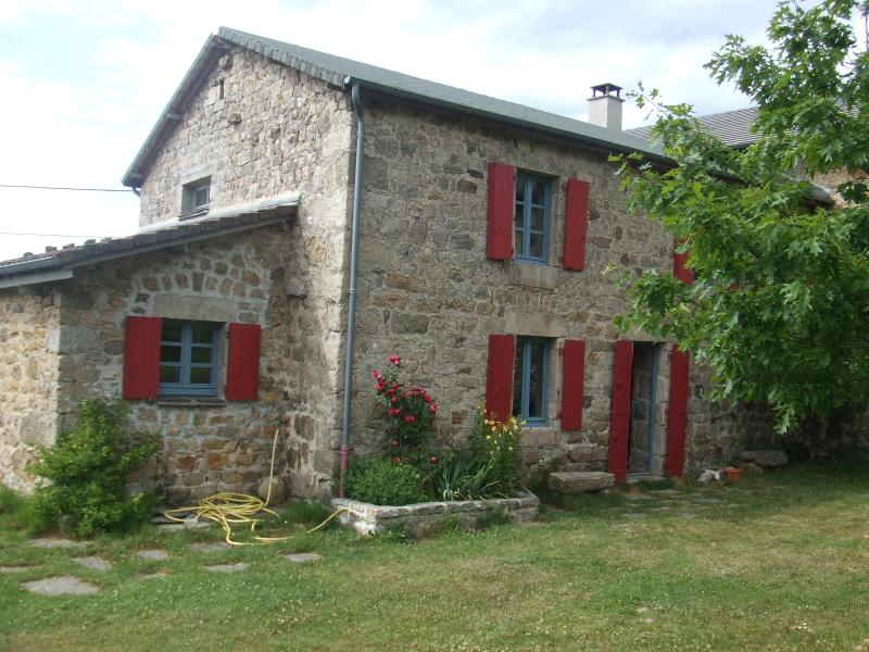 Maison en pierres de charme, location de vacances à Saint-Bonnet-le-Froid