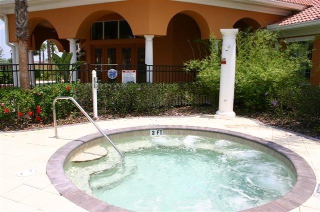 Climatizada Spa Solana para uso de adultos solamente en la casa club de la Solana