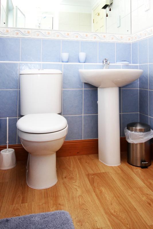 Modern en suite shower room in the double bedroom