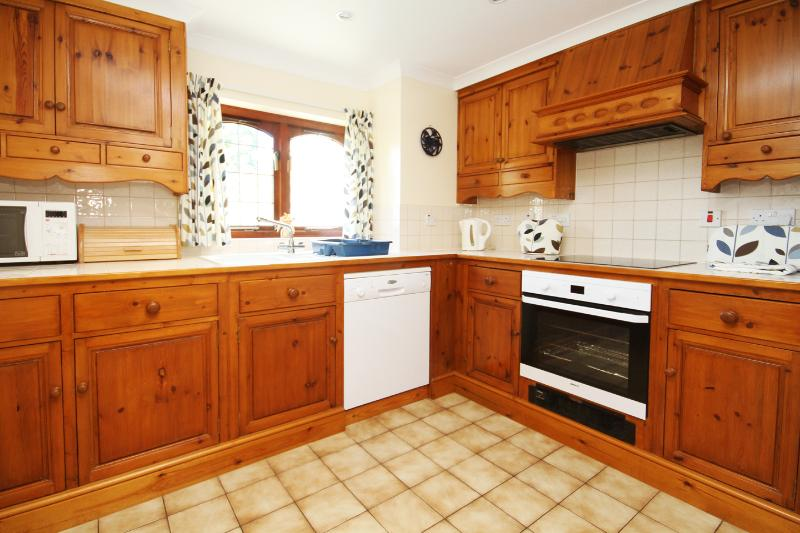 Well-equipped kitchen with hand-made fitted cupboards
