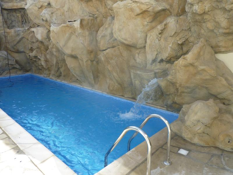 Feature outdoor pool