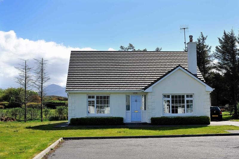 Louisburgh Cottage:Close to blue flag beaches, set in a magnificent scenic area. – semesterbostad i County Mayo