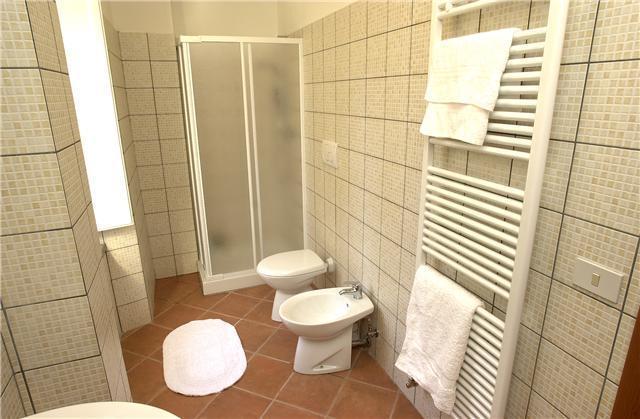 Well decorated bathroom