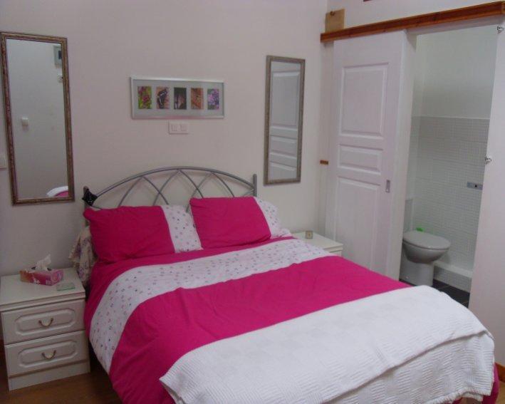 Comfortable, cosy double bedroom en-suite