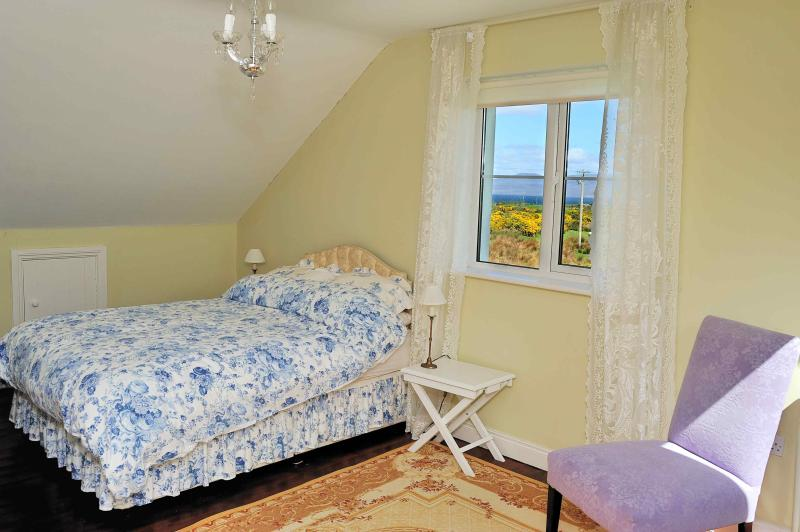 Bedroom 3 - double bed (+cot) - upstairs - with sea view