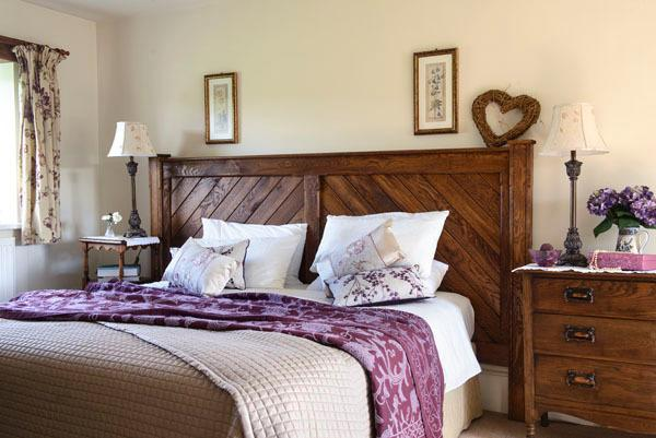 Willow`s End twin or superking bedroom with bespoke oak headboard, made by Ben!