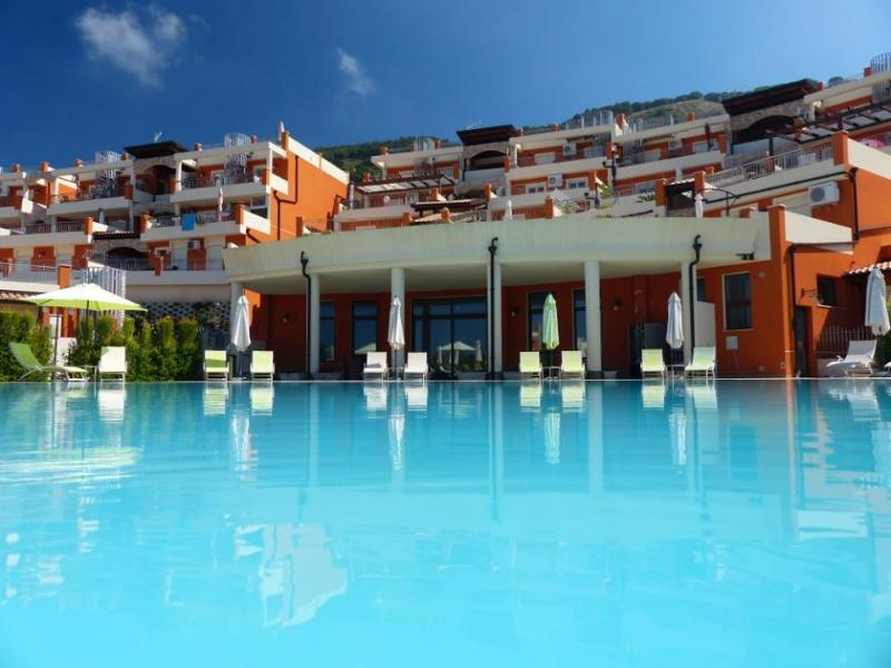 Borgonovo Resort - Swimming Pool with loungers and parasols