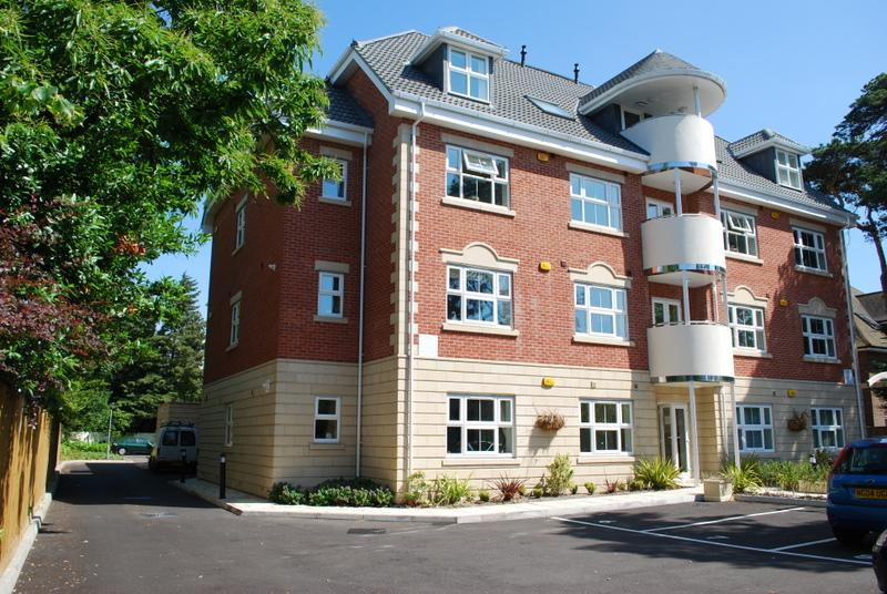 Hartford Court Impressive 3 double bedroom apartment. Situated close to beaches and town.