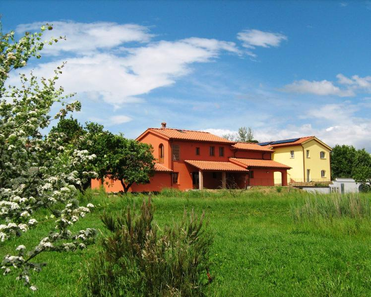 INCANTO TOSCANO - FARFALLE, vacation rental in Agliana