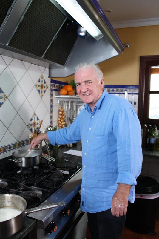 Rick Stein cooking in Nuevespigas