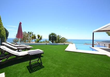 Panoramic ocean views from upstairs infinity pool