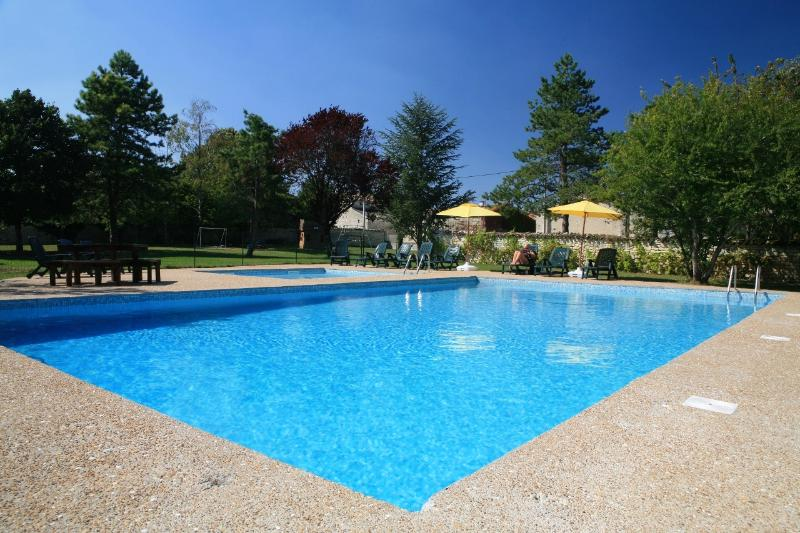 Columba-Charming 2 bedroom Gite sleeps 5, near La Rochelle, vacation rental in Doeuil sur le Mignon