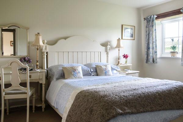 Brock Cottage -Pretty painted bedroom with ensuite shower room.