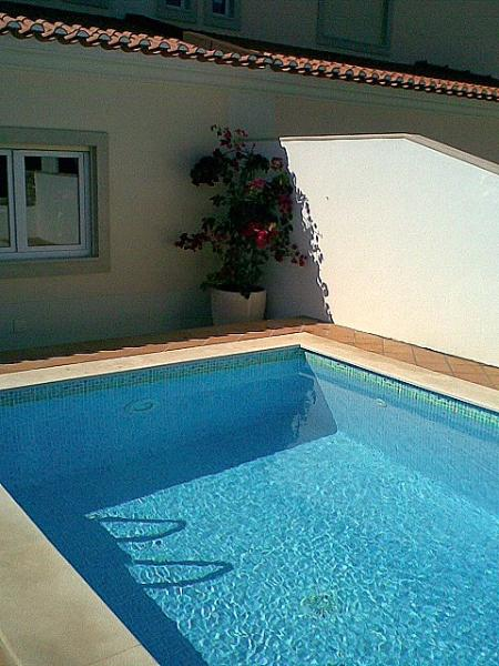 Pool (4/3m) catching the full days sun (anyone for a swim)