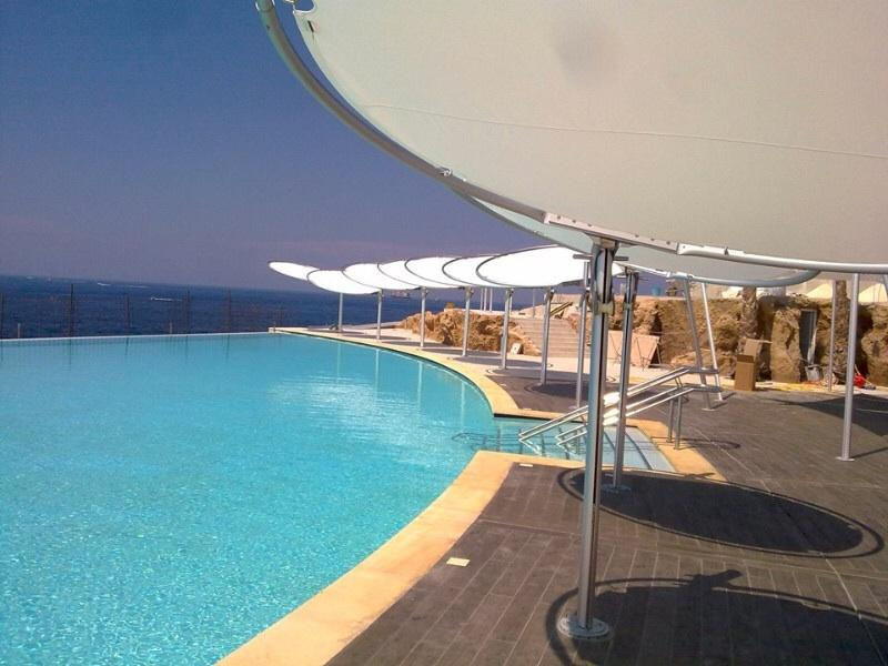 Cafe del mar infinity pool, mins away from your rental (does not come with the apartment,public pool