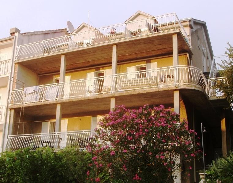 Sea View Apartment for 4 I, location de vacances à Sipanska Luka