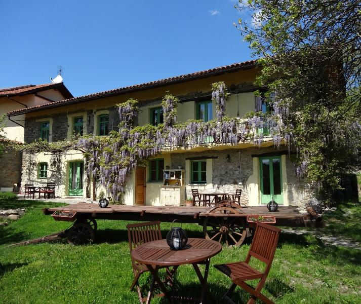 Wonderful rural retreat on lavender farm, alquiler vacacional en Cairo Montenotte