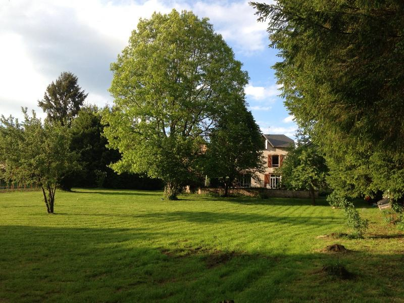 2.5 acre gardens with picnic benches spread over for the guests