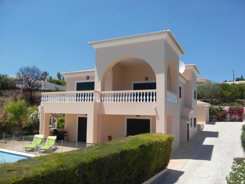 Casa Jenard Fabulous 4 bed private family villa in Monte Lemos Praia Da Luz, holiday rental in Espiche