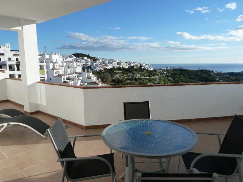 Mar magníficas Mediterráneo y vistas al campo circundante desde el gran balcón con orientación sur.