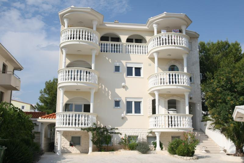 VILLA HODAK VODICEE 4 STARS, vacation rental in Vodice