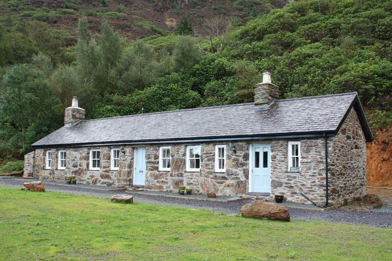 Sygun Cottage - Spacious detached property in a secluded position