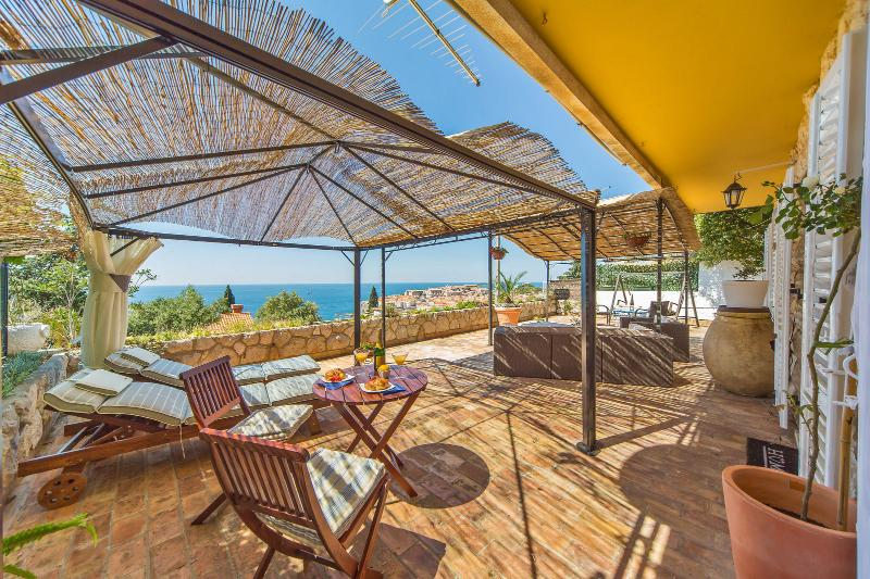 Dreamy view Dubrovnik Apartmen, holiday rental in Ploce