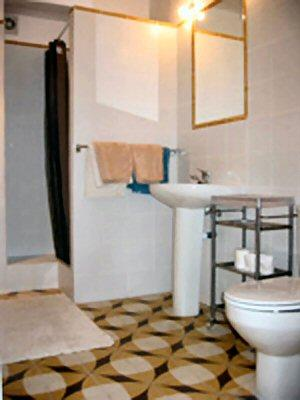 Well appointed en suite bathroom