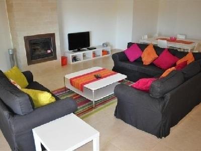 Große komfortable Lounge mit Platz für 6 Personen