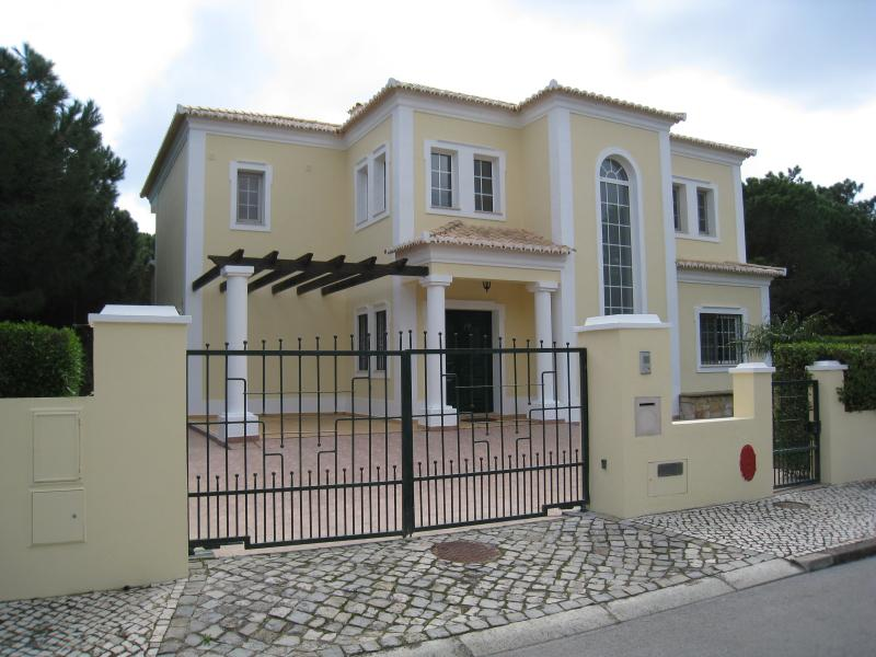front of Casa Do Vale.