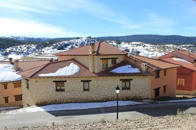 Casa Rural Lahuerta Apartamentos, holiday rental in Noguera de Albarracin