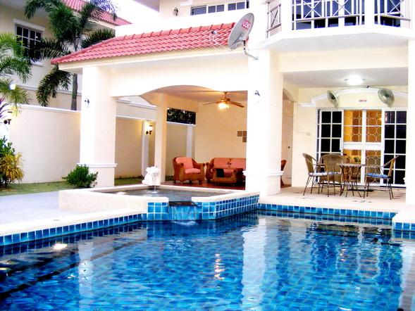4 BEDROOM VILLA WALKING STREET 15 MIN RIDE AWAY, holiday rental in Pattaya