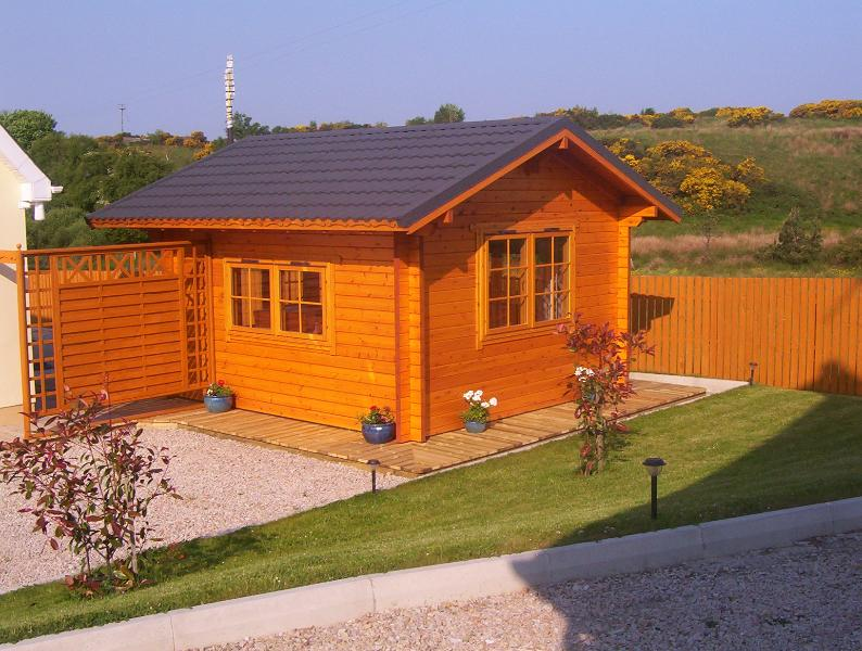 Side view of log cabin and hot tub