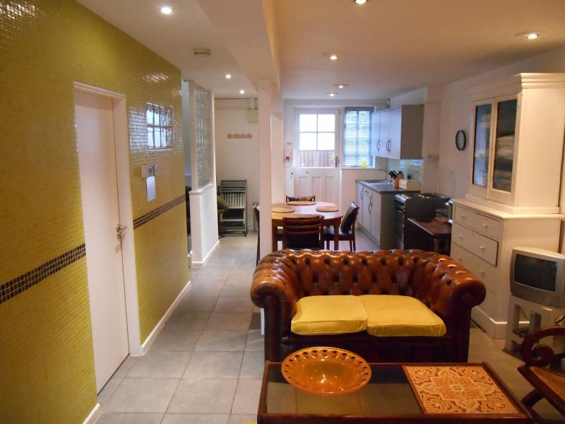 Great living space in the heart of the City  Kick off your shoes and,relax after a city walk