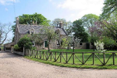 Front view of Collie Farmhouse