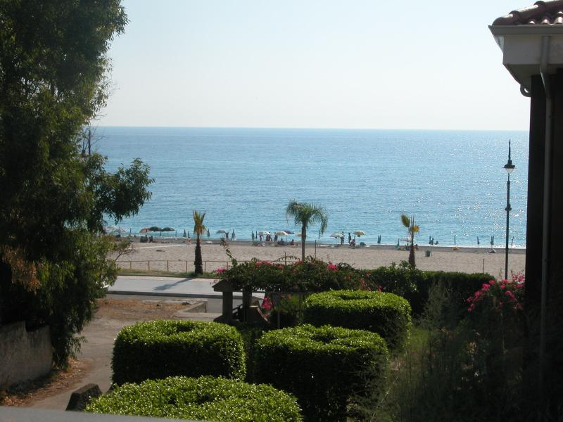 Calabria Costa Jonica - 1/2 apartment, holiday rental in Monasterace