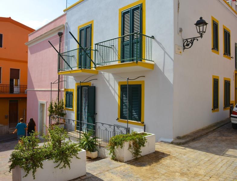 Casa Gianca - Appartamento Acquamarina, vacation rental in Province of Carbonia-Iglesias