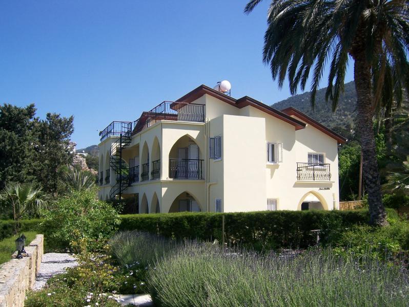 Villa Miranda, alquiler de vacaciones en Lapta