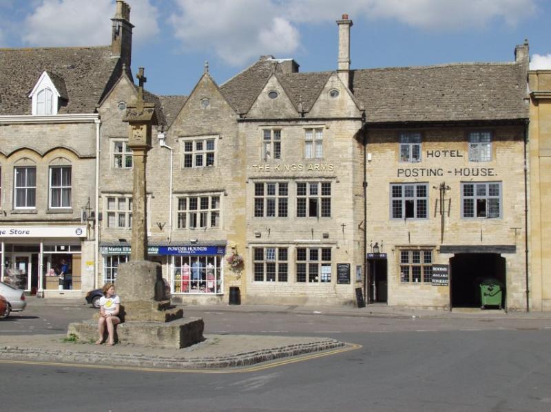 Marktplatz zeigt die 500-jährige Kings Arms nur 5 Minuten zu Fuß von Birch House