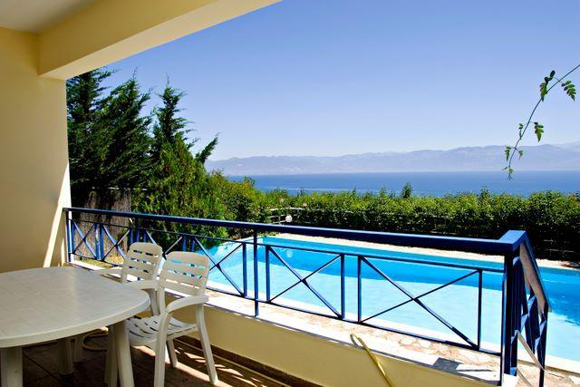 Villa Theresa. EOT licensed. Sea view, Private pool., aluguéis de temporada em Kastania