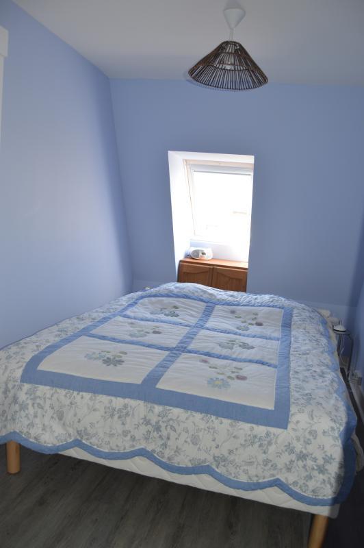 1ère chambre avec un grand lit en 160X200 literie neuve