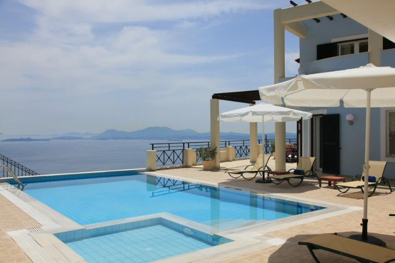 Beautiful Villa with Private Infinity Pool and Panoramic Views